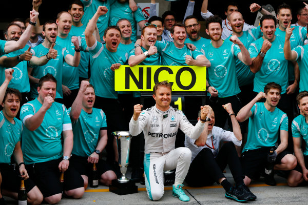 Shanghai International Circuit, Shanghai, China. Sunday 17 April 2016. Nico Rosberg, Mercedes AMG, 1st Position, celebrates with his team. World Copyright: Andy Hone/LAT Photographic ref: Digital Image _ONY5783