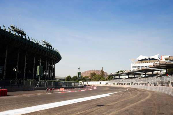 Autodromo Hermanos Rodriguez, Mexico City, Mexico. Tuesday 20 October 2015. The final corner. World Copyright: Steven Tee/LAT Photographic. ref: Digital Image _X0W3805
