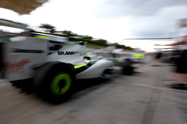 Sepang, Kuala Lumpur, Malaysia 3rd April 2009 Rubens Barrichello, Brawn GP BGP001 Mercedes, comes in for a stop. Action. Pit Stops. World Copyright: Glenn Dunbar/LAT Photographic ref: Digital Image _O9T4790
