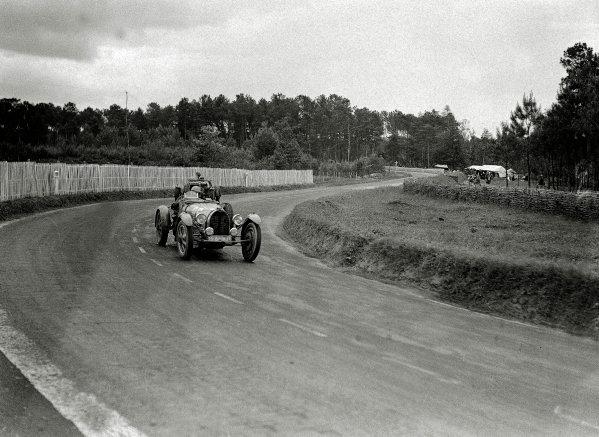 Le Mans, France. 15-16 June 1935.Louis Villeneuve/Andre Vagniez (Bugatti T51A), 14th position.Ref-Motor 800/110.World Copyright - LAT Photographic