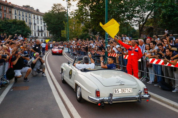 Autodromo Nazionale di Monza, Italy. Thursday 31 August 2017. Pascal Wehrlein, Sauber, at the parade in Milan. World Copyright: Steven Tee/LAT Images  ref: Digital Image _R3I2582