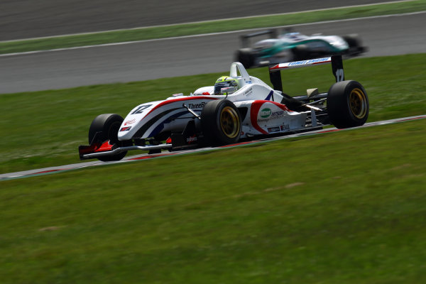 2011 Japanese Formula Three ChampionshipRound 2 - Suzuka, Japan.14th - 15th May 2011.Rd 2 Winner Hironobu Yasuda ( #12 ThreeBond Racing ), action.World Copyright: Yasushi Ishihara/LAT Photographicref: Digital Image 2011JF3_R2_002