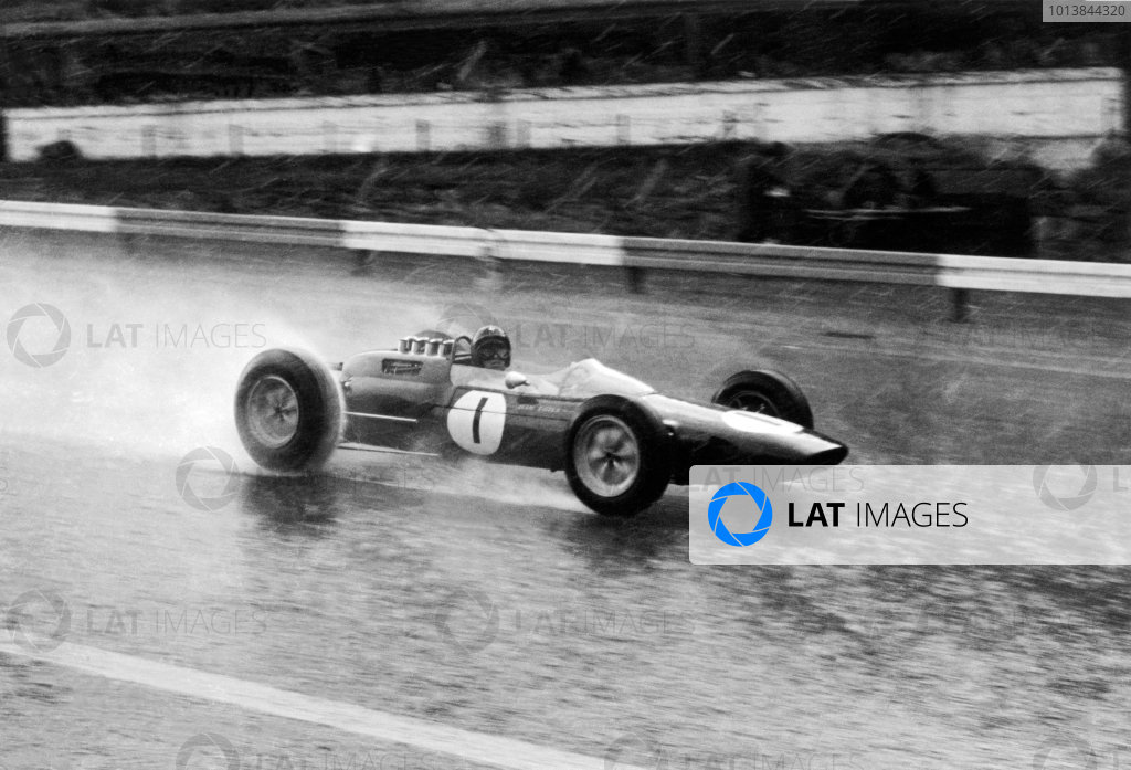 Spa-Francorchamps, Belgium. 7-9 June 1963.Jim Clark (Lotus 25-Climax), 1st position, in the rain, action. World Copyright: LAT PhotographicRef: Autosport b&w print