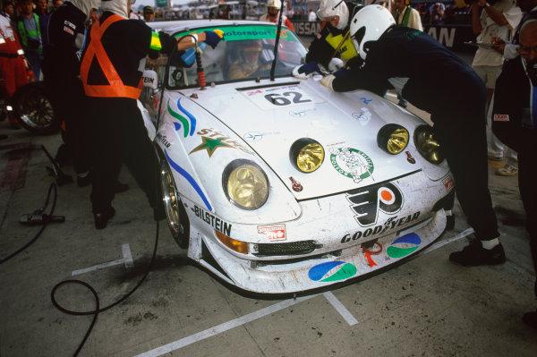 Le Mans, France. 6th - 7th June 1998.John Morton/Harald Grohs/John Graham (Porsche 911 GT2), retired, pit stop action. World Copyright: LAT Photographic.Ref: 98LM08.