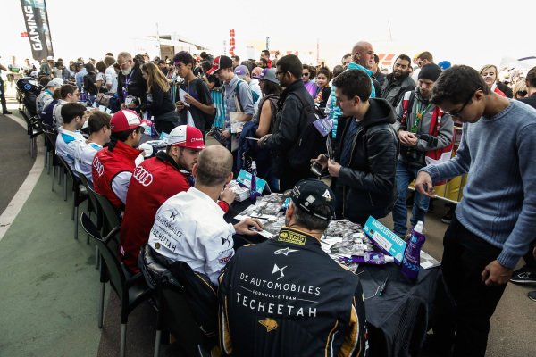 The drivers including Andre Lotterer (DEU), DS TECHEETAH, and Jean-Eric Vergne (FRA), DS TECHEETAH, at an autograph signing session