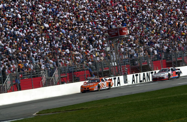 Tony Stewart leads Dave Blaney eary in the race.