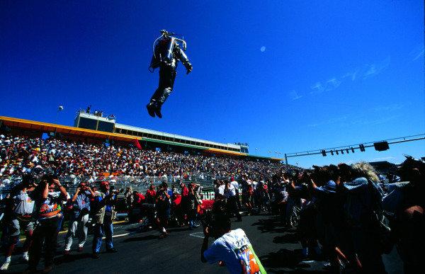 1996 Australian Grand Prix.Albert Park, Melbourne, Australia.8-10 March 1996.Activity before the start.World Copyright - LAT Photographic