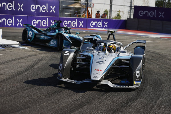 Stoffel Vandoorne (BEL), Mercedes Benz EQ, EQ Silver Arrow 02, leads Tom Blomqvist (GBR), NIO 333, NIO 333 001