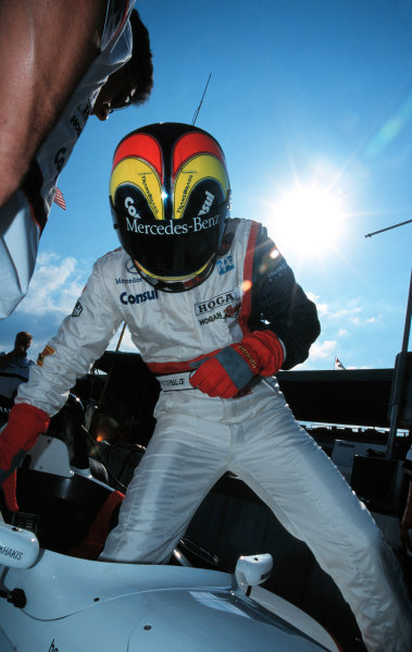 1999 MIAMI CART GP, Homestead, FLA, USA - 21/3/99Helio Castro Neves prepares to qualify. He was the 4th fastest, by far the most promising result for the new Lola chassis.-1999, Michael L. Levitt / LAT Photographic