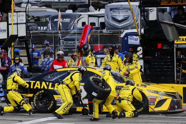 #20: Erik Jones, Joe Gibbs Racing, Toyota Camry STANLEY pit stop