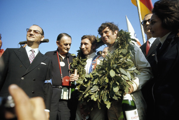 John Wyer (2nd from the left) celebrates the victory with his winning Porsche drivers Jo Siffert and Brian Redman.