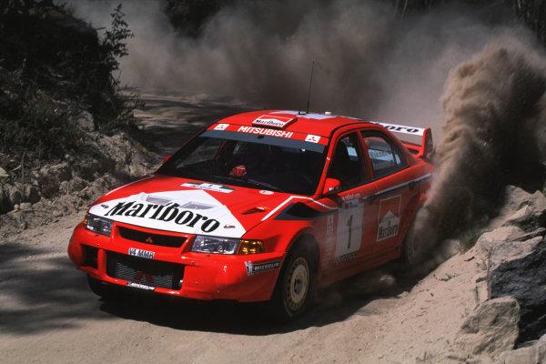 FIA World Rally ChampionshipPortuguese Rally, Porto, Portugal16-19th March 2000.Tommi Makinen-Mitsubishi-Action.World - LAT PhotographicTel: +44 (0) 181 251 3000Fax: +44 (0) 181 251 3001e-mail: latdig@dial.pipex com