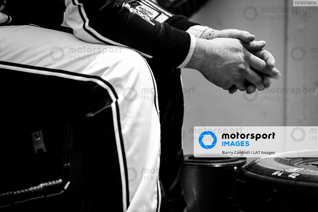 #22: Simon Pagenaud, Team Penske Chevrolet crew member