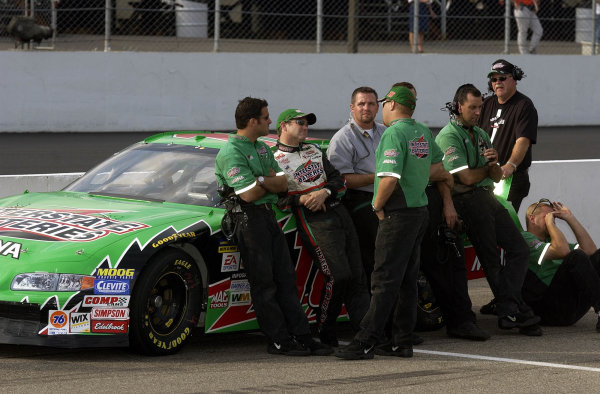 2002 NASCAR,New Hampshire Intl. Speedway,Sept 13-15, 2002 NASCAR, Loudon,NH . USA -Bobby Labonte and crew waiting for qualifying to end with his # at the top of the pole board, Copyright-Robt LeSieur2002LAT Photographic