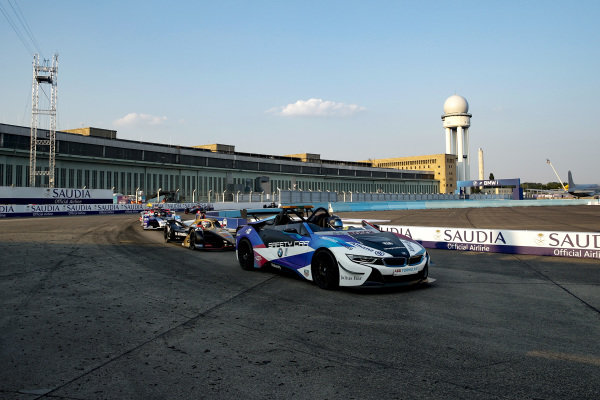 BMW i8 Safety car leads the field with Jean-Eric Vergne (FRA), DS Techeetah, DS E-Tense FE20