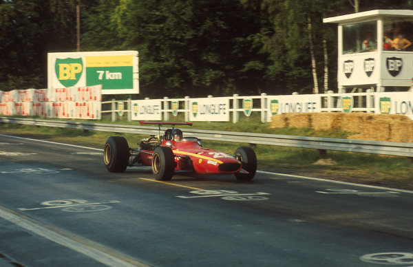 1968 French Grand Prix.Rouen-les-Essarts, France.5-7 July 1968.Jacky Ickx (Ferrari 312) 1st position for his maiden Grand Prix win.Ref-68 FRA 06.World Copyright - LAT Photographic