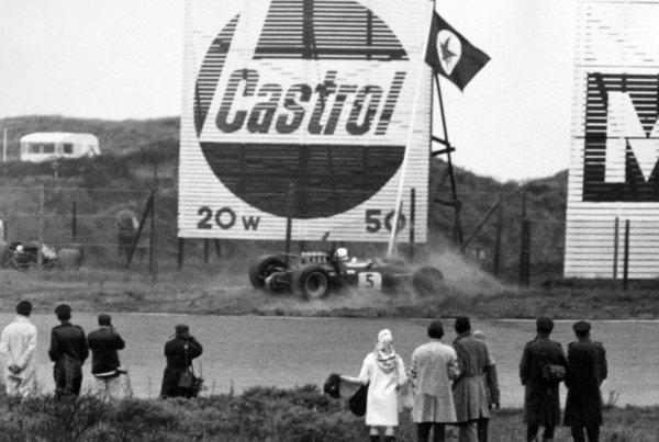 1968 Dutch Grand Prix.Zandvoort, Holland. 23 June 1968.Jack Brabham, Brabham BT26-Repco, retired, accident at Tarzan, action.World Copyright: LAT PhotographicRef: Motor b&w print