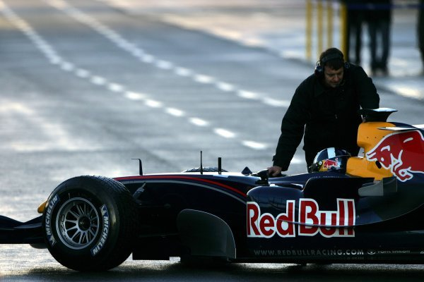 David Coulthard (GBR) Red Bull Racing RB1 in the pits.Formula One Testing, Silverstone, England, 21 February 2005.DIGITAL IMAGE