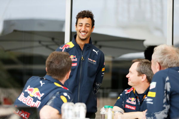 Bahrain International Circuit, Sakhir, Bahrain. Friday 01 April 2016. Daniel Ricciardo, Red Bull Racing, talks to Christian Horner, Team Principal, Red Bull Racing and Helmut Marko, Consultant, Red Bull Racing.  World Copyright: Glenn Dunbar/LAT Photographic ref: Digital Image _89P6862