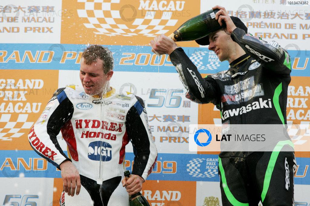 19th - 22nd November 2009. Circuit de Guia, Macau. Stuart Easton, (Hydrex IGT Honda) and Conor Cummins, (PBM Kawasaki WSBK Team) on the podium.Portrait. World Copyright: Drew Gibson/LAT Photographic.ref: Digital Image _Y2Z2236