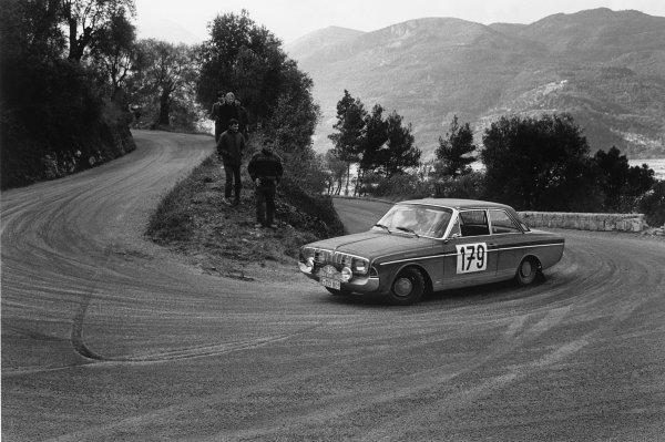 Monte Carlo, Monaco. 25th - 29th January 1967.Roger Clark/ Jim Porter (Ford Taunus 15M), retired, retired, action. World Copyright: LAT Photographic.Ref:  B/W Print.