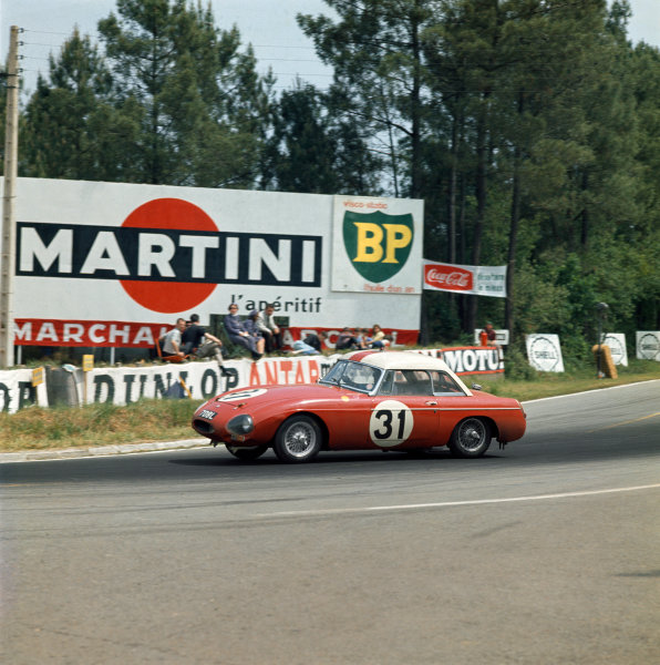 Le Mans, France. 15th - 16th June 1963.Alan Hutcherson/Paddy Hopkirk (MGB Hardtop), 12th position, action.World Copyright: LAT PhotographicRef: 946