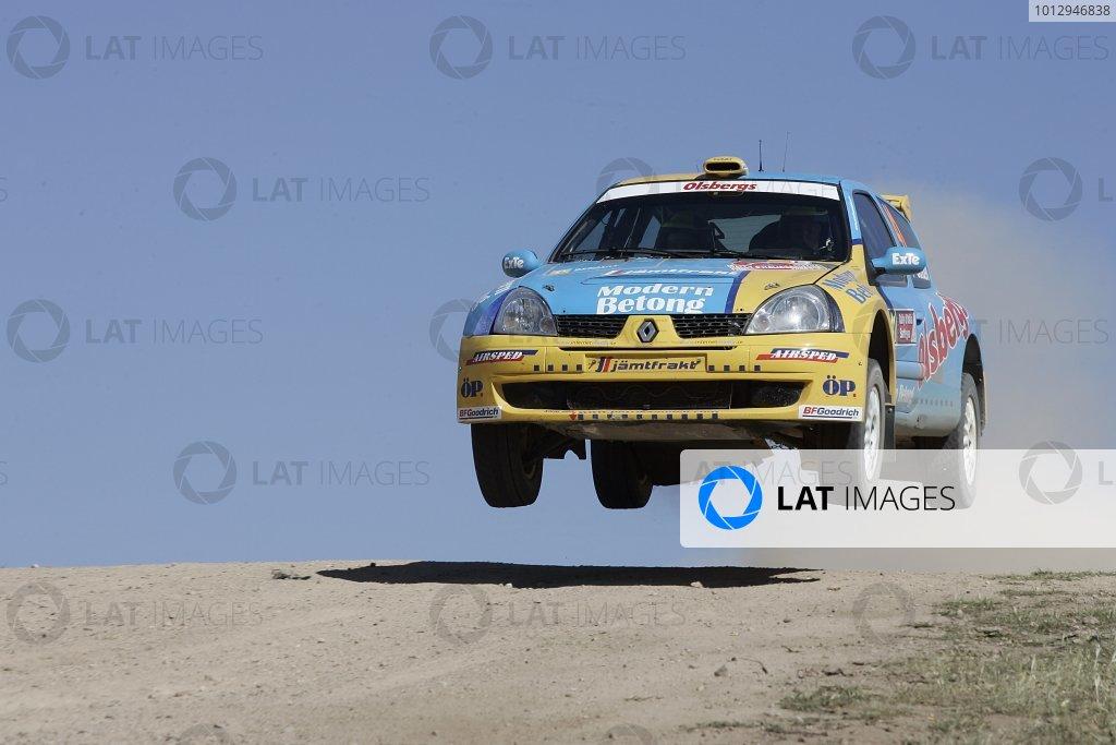 2006 FIA World Rally Championship.Round 7. 18th - 21st May 2006.Rally of Italy, Sardinia.Patrik Sandell, Renault Clio, Action.World Copyright: McKlein/LAT
