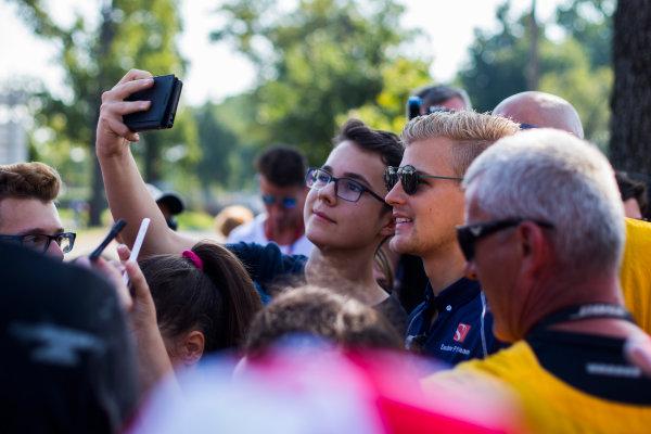 Monza, Monza, Italy. Thursday 1 September 2016. Marcus Ericsson, Sauber C35 Ferrari, has his picture taken with fans. World Copyright: /LAT Photographic ref: Digital Image _SLA6144
