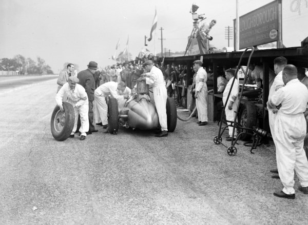 Hermann Lang, Mercedes-Benz W154, makes a pitstop.