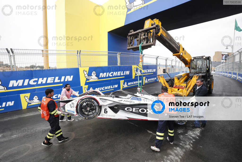 Recovery of Maximilian Günther (DEU), Dragon Racing, Penske EV-3 car