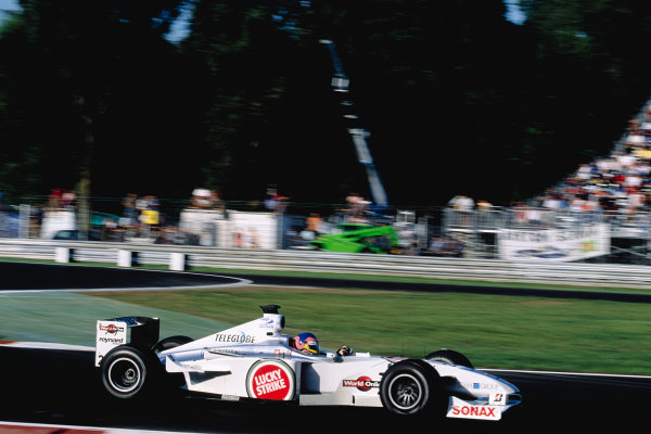 2000 Italian Grand Prix.Monza, Italy. 8-10 September 2000.Jacques Villeneuve (B.A R. 002 Honda).Ref-2K ITA 76.World Copyright - Gavin Lawrence/LAT Photographic
