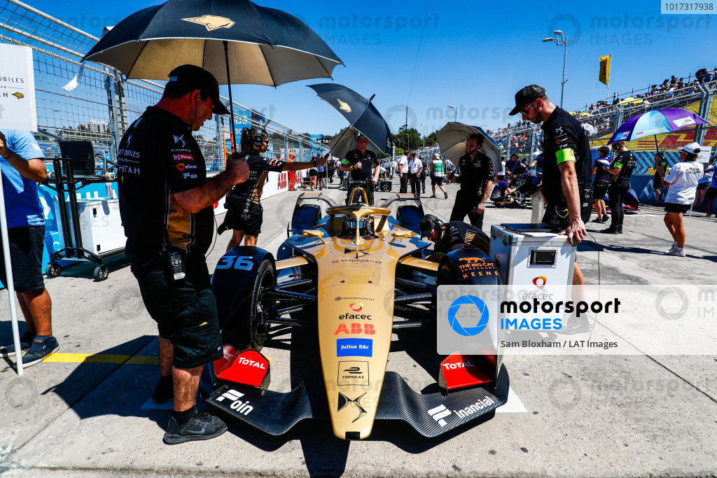 Andre Lotterer (DEU), DS TECHEETAH, DS E-Tense FE19, arrives on the grid