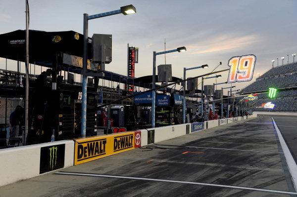 #19: Martin Truex Jr., Joe Gibbs Racing, Toyota Camry DeWalt
