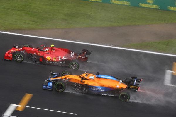 Carlos Sainz, Ferrari SF21, leads Daniel Ricciardo, McLaren MCL35M