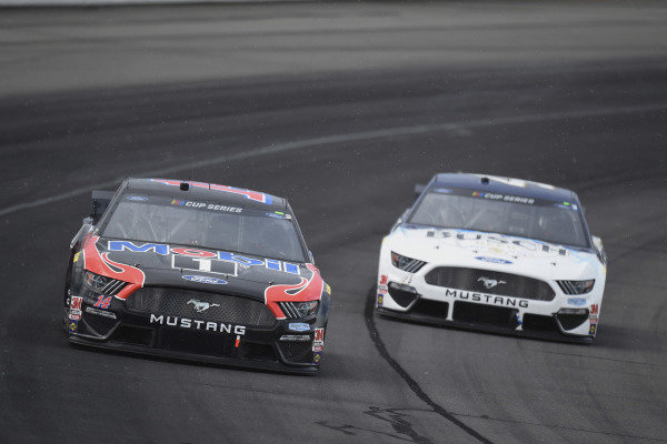 #14: Clint Bowyer, Stewart-Haas Racing, Ford Mustang Mobil 1 and #4: Kevin Harvick, Stewart-Haas Racing, Ford Mustang Busch Head for the Mountains