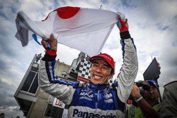 Winner Takuma Sato, Rahal Letterman Lanigan Racing Honda, podium, celebration