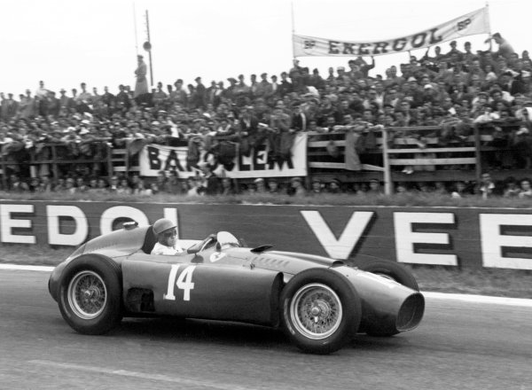 1956 French Grand PrixReims, France. 1956Race winner Peter Collins (Lancia Ferrari D50), action.World Copyright: LAT Photographicref: 403/28