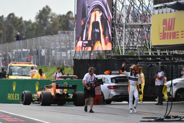 Race retiree Stoffel Vandoorne (BEL) McLaren
