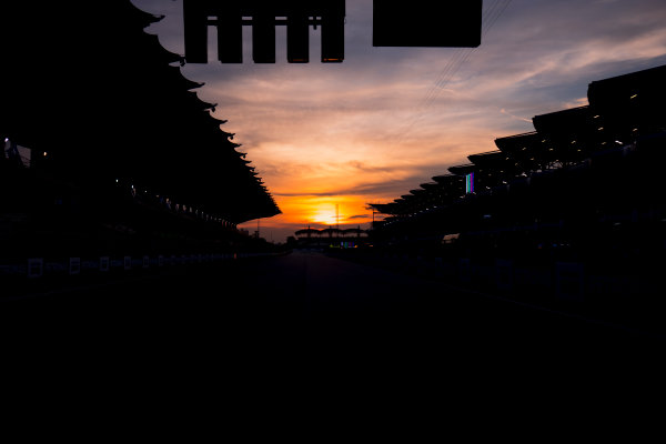 Sepang International Circuit, Sepang, Malaysia. Friday 29 September 2017. Sun rises at the Sepang Circuit. World Copyright: Zak Mauger/LAT Images  ref: Digital Image _56I2071