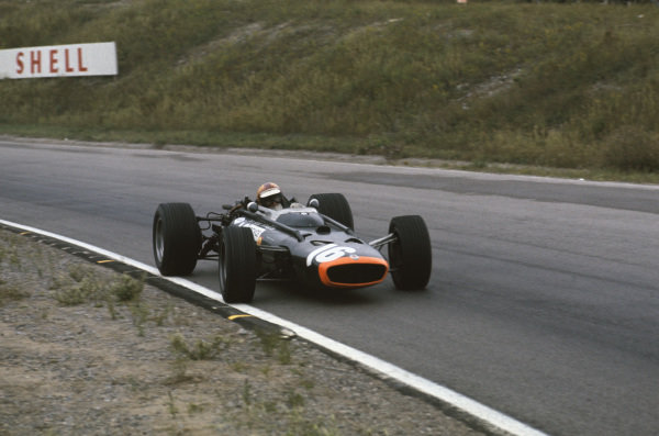 Mosport Park, Ontario, Canada.  25-27 August 1967.  Mike Spence (BRM P83) 5th position, action.  World Copyright: LAT Photographic. Ref:  67CAN03