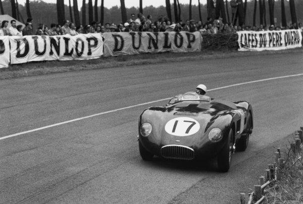 Le Mans, France. 14-15 June 1952. Stirling Moss/Peter Walker (Jaguar C-type), retired, action. World Copyright: LAT Photographic Ref: L14652