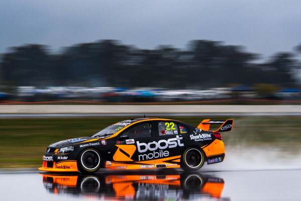 2017 Supercars Championship Round 5.  Winton SuperSprint, Winton Raceway, Victoria, Australia. Friday May 19th to Sunday May 21st 2017. James Courtney drives the #22 Mobil 1 HSV Racing Holden Commodore VF. World Copyright: Daniel Kalisz/LAT Images Ref: Digital Image 190517_VASCR5_DKIMG_1760.JPG