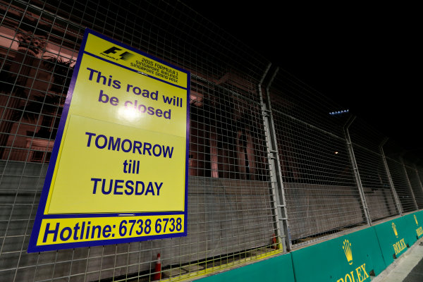 Marina Bay Circuit, Singapore. Thursday 17 September 2015. A sign saying that the road will be closed for the race. World Copyright: Sam Bloxham/LAT Photographic ref: Digital Image _SBL5972