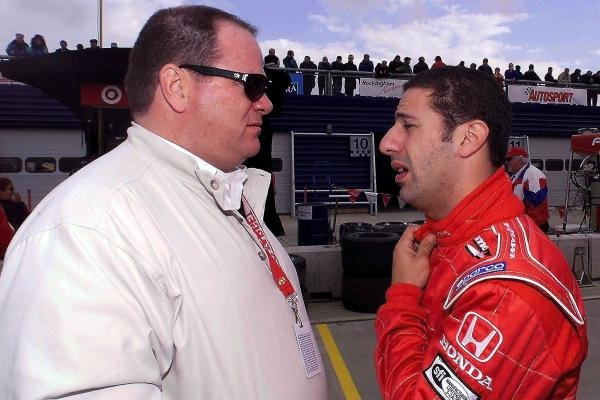 Chip Ganassi (USA) and Tony Kanaan (BRA) talk about the condition of their friend, Alex Zanardi (ITA), at the Rockingham Speedway.