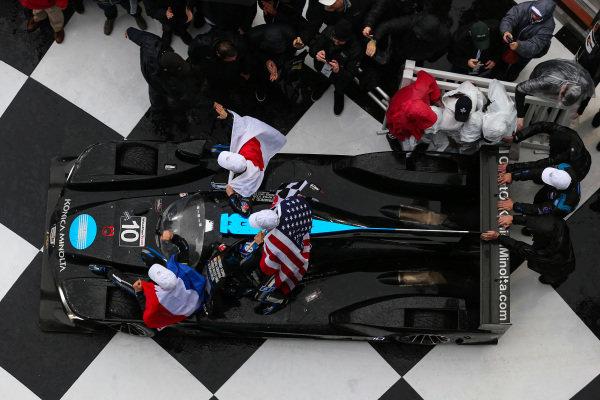 #10 Konica Minolta Cadillac DPi-V.R. Cadillac DPi, DPi: Renger Van Der Zande, Jordan Taylor, Fernando Alonso, Kamui Kobayashi, Race Winners, Celebration