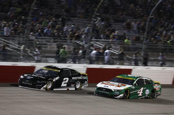 #2: Brad Keselowski, Team Penske, Ford Mustang Western Star, #4: Kevin Harvick, Stewart-Haas Racing, Ford Mustang Hunt Brothers Pizza