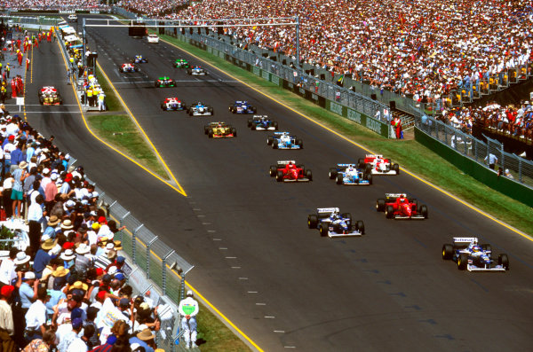 Albert Park, Melbourne, Australia.8-10 March 1996.Jacques Villeneuve (Williams FW18 Renault) leads Damon Hill (Williams FW18 Renault) and Eddie Irvine (Ferrari F310) away at the start.Ref-96 AUS 06.World Copyright - LAT Photographic