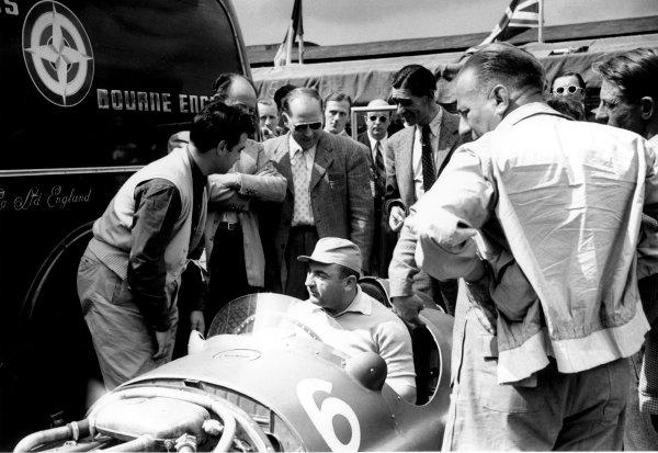 1951 British Grand Prix.Silverstone, England.12-14 July 1951.Jose Froilan Gonzalez (Ferrari) sits in Reg Parnell's BRM P15.ref: 51/39/17World Copyright - LAT Photographic