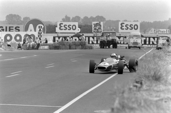 Denny Hulme, Brabham BT24 Repco, gets sideways on the exit of a corner.