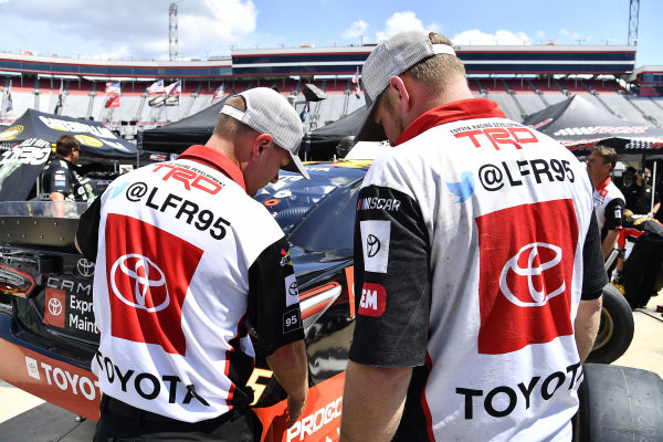#95: Matt DiBenedetto, Leavine Family Racing, Toyota Camry Toyota Express Maintenance crew